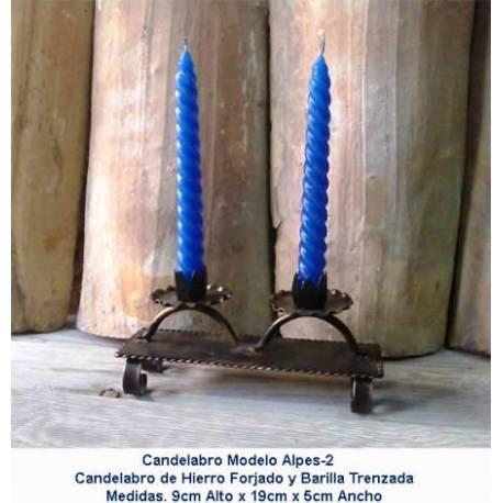 Forjamento de decoração. Artigos de presente do forjamento. candelabros