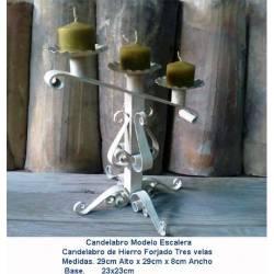 Candelabro en forja. decoración sobre forja. artículos regalo de forja. candelabro escalera