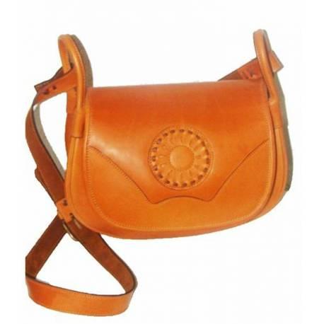 El bolso de cuero de señora. con rosa. hecho a mano. Modo clásico. comprar. serie limitada. claro