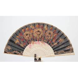 Spanish hand fan with certificate. Painted and handmade, light ivory