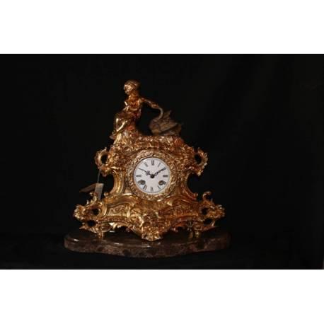 Travailler en bronze. Horloge de cygne bronze. fait à la main