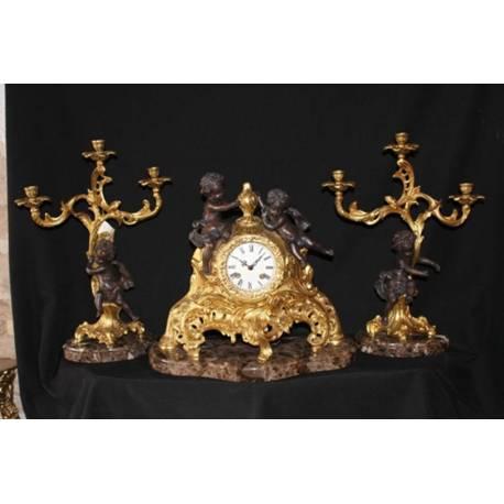 Opera in bronzo. Lampadari in bronzo. Cherubino. fatto a mano