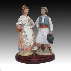 Porcelain figurines of a couple of Fallas in base, Limited Edition