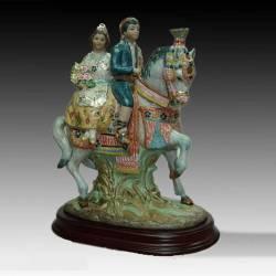 Estatuetas de porcelana. Garupa Valenciana. com base, série limitada. feito à mão