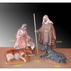 Bethléem. figurines de porcelaine dans une scène de la Nativité avec animaux, séries limitées. paris. acheter