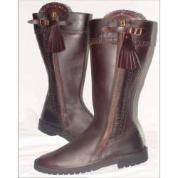 Hunting boots. in leather. Classic. handmade. vintage design. buy. exclusivity
