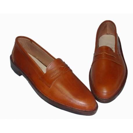 zapatos de cuero natural. hecho a mano. diseño vintage. comprar. exclusividad