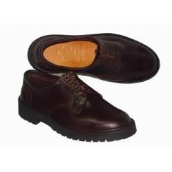 MOCASSINI. Scarpe di cuoio scuro. pizzo-up. fatto a mano. design vintage. comprare. esclusività
