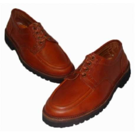 mocassins. barco sapato de couro natural. com cordões. feito à mão. design clássico. resistente. exclusividade
