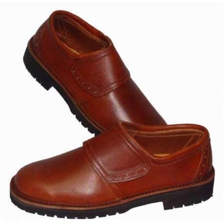 mocasines. zapato naútico de cuero natural. con velcro. hecho a mano. diseño clásico. resistente. exclusividad