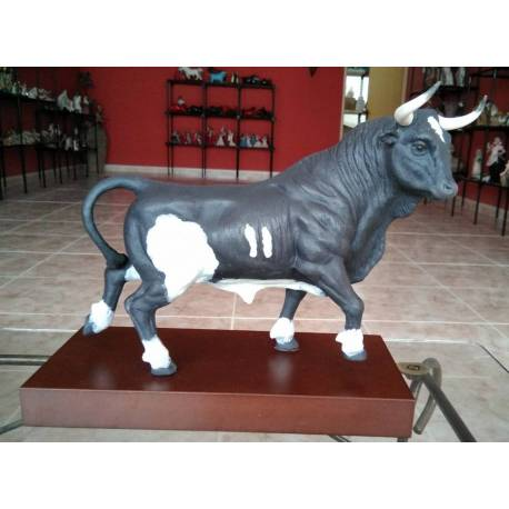 Porcelain figurines. bull walking. brown. with base, limited series. buy Spain