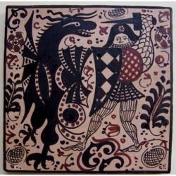 Socarrat decorado com um guerreiro em plena luta com um dragão.